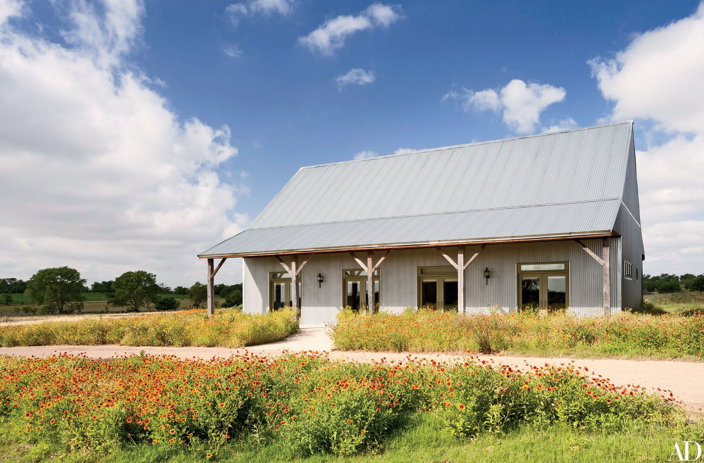 Inside laura and george w bush 39 s subtly rustic texas for Texas ranch homes