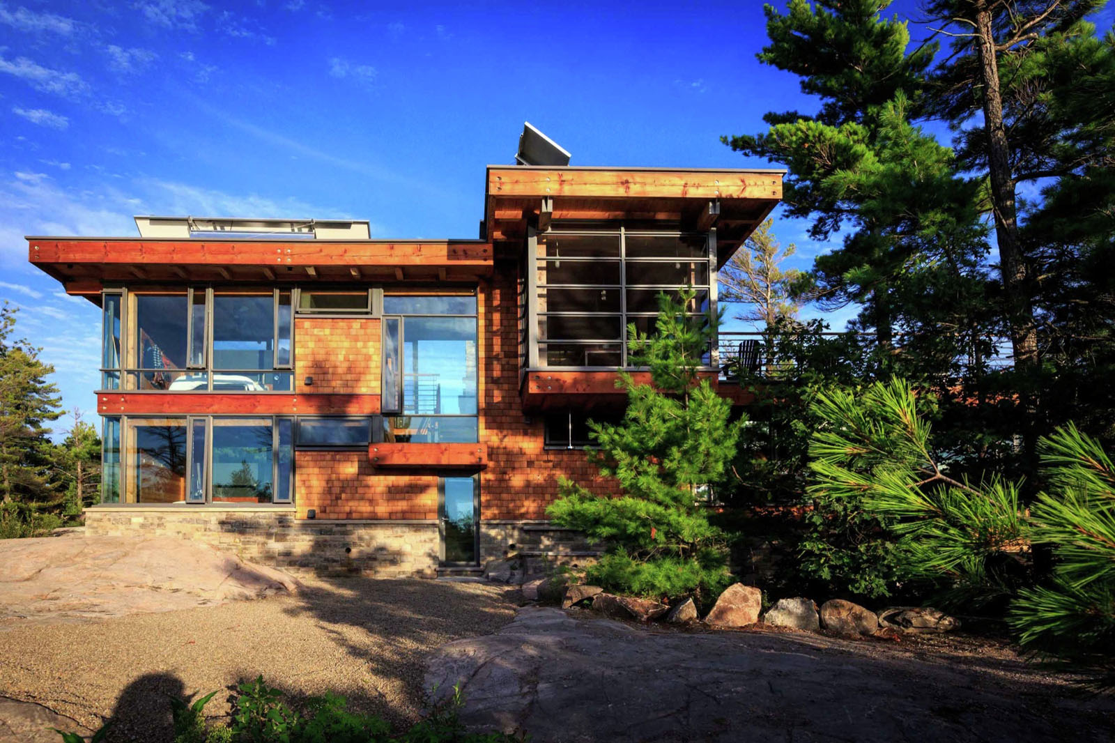 Modern Timber Country Cottage In Georgian Bay