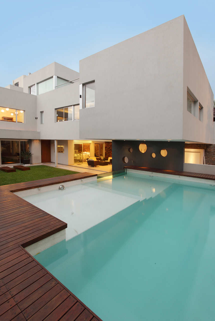 ^ Modern Family Home With Glass Swimming Pool  iDesignrch ...