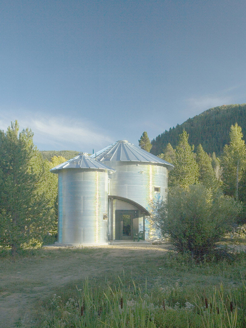 Build An Inexpensive Home Using Grain Silos | iDesignArch ...