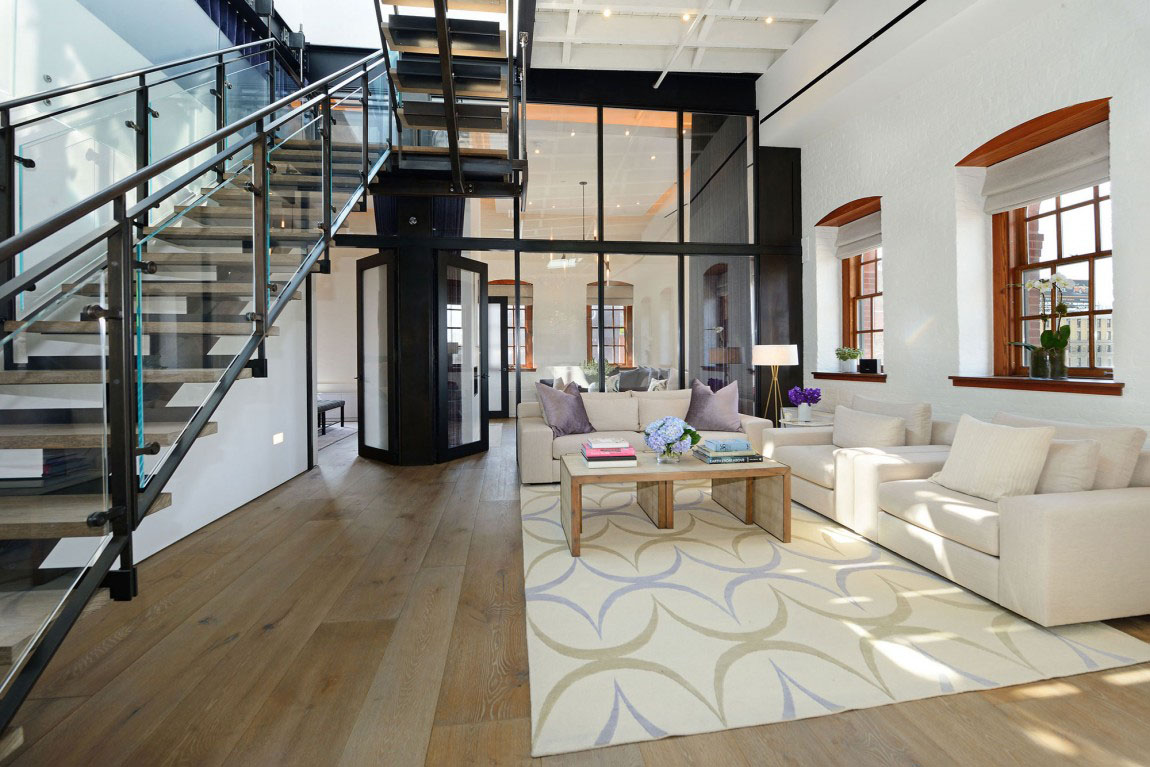 Warehouse penthouse loft blends modern new york with old time charm idesign - Deco style loft new yorkais ...