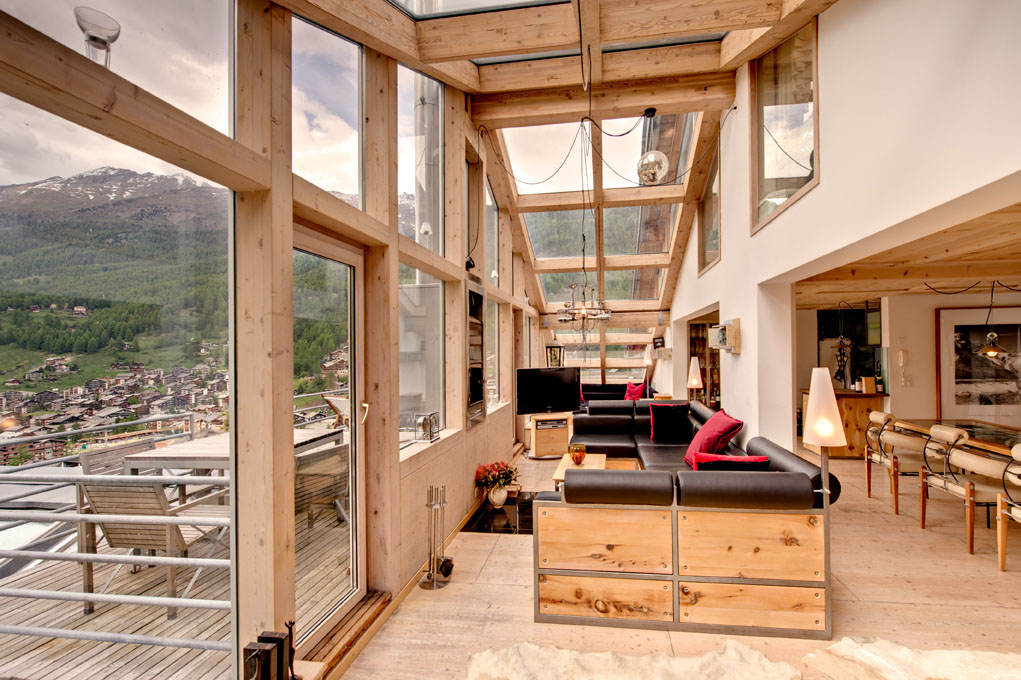 The Use Of Glass Roofs Provides A Very Open And Airy Feel The Chalet