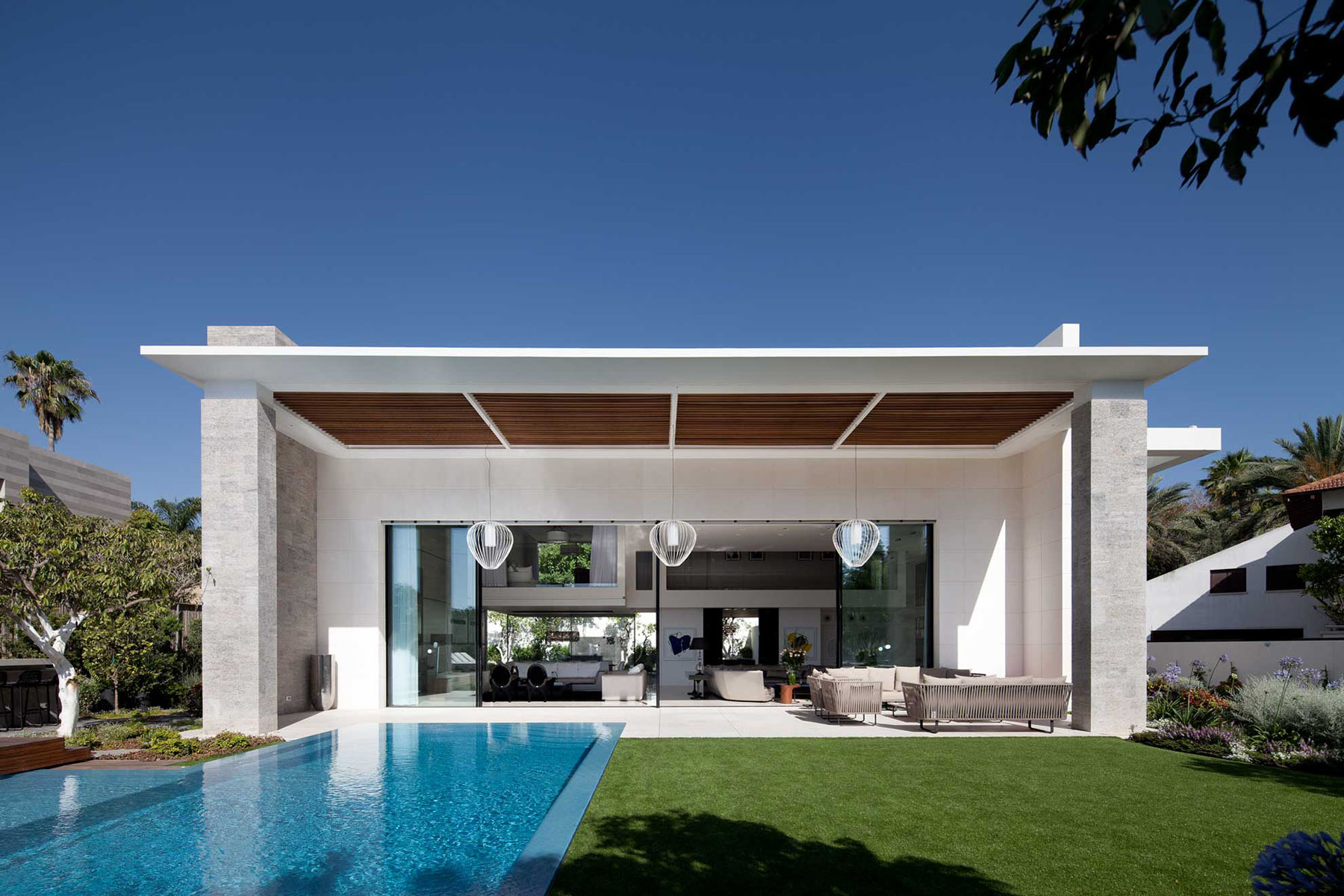 Modern cube house in israel offers the ultimate in refined for Luxury minimalist house