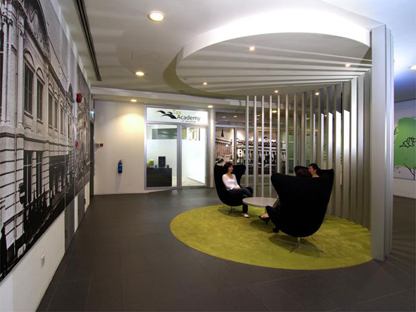 Fun colours provide vibrant office interiors idesignarch for Interesting office interiors