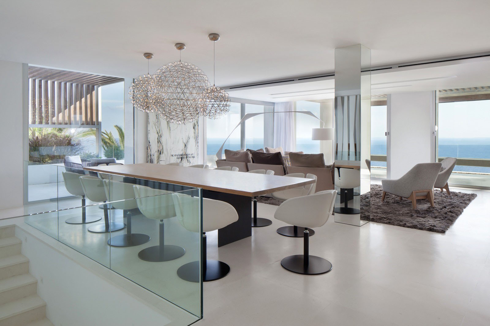 Modern mediterranean villa in ibiza with panoramic ocean for Villa de luxe moderne interieur
