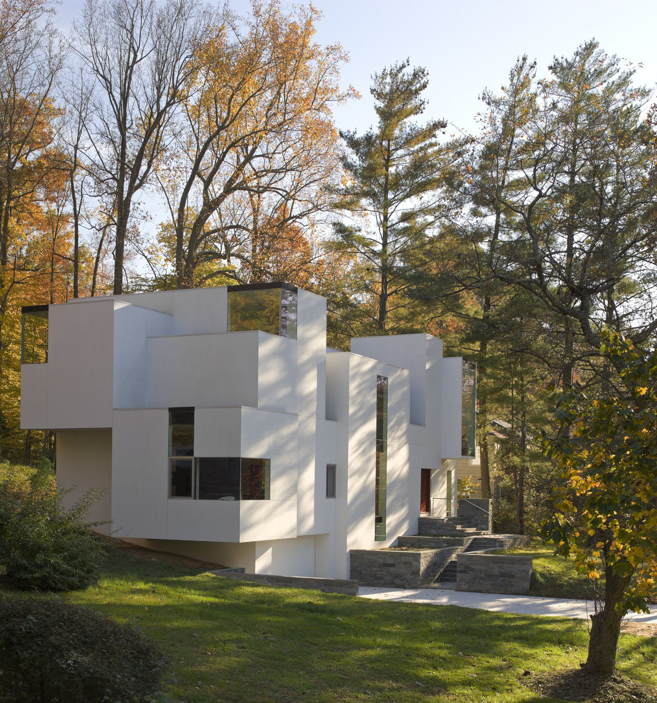 Modern House Bedrooms Design: Irregular Shaped House Explores Ambiguous Modern