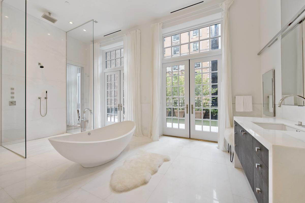 Modern Luxury Bathroom in Manhattan Penthouse