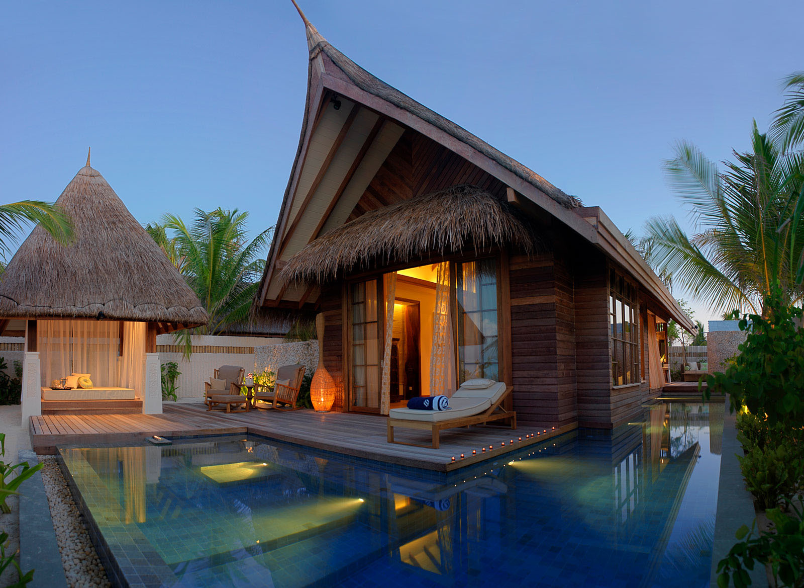 Jumeirah vittaveli resort maldives beach villas for Beach villa design ideas