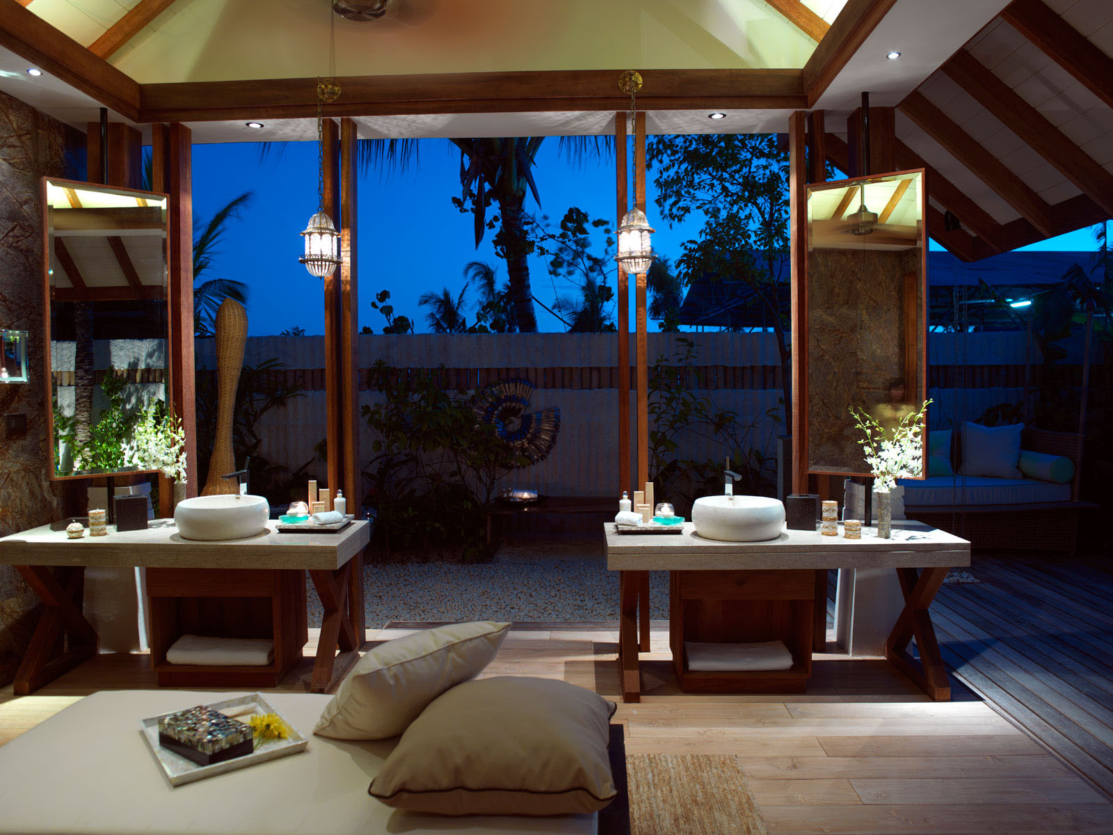 Jumeirah vittaveli resort maldives beach villas for Beach villa interior design