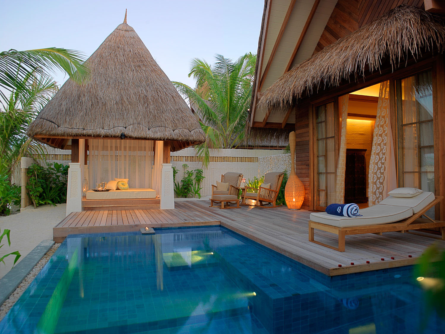 beach villa suite with pool jumeirah vittaveli_4 - Jumeirah Resorts Maldives