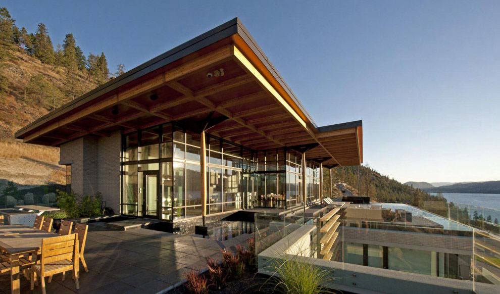 Kelowna contemporary house on okanagan lake