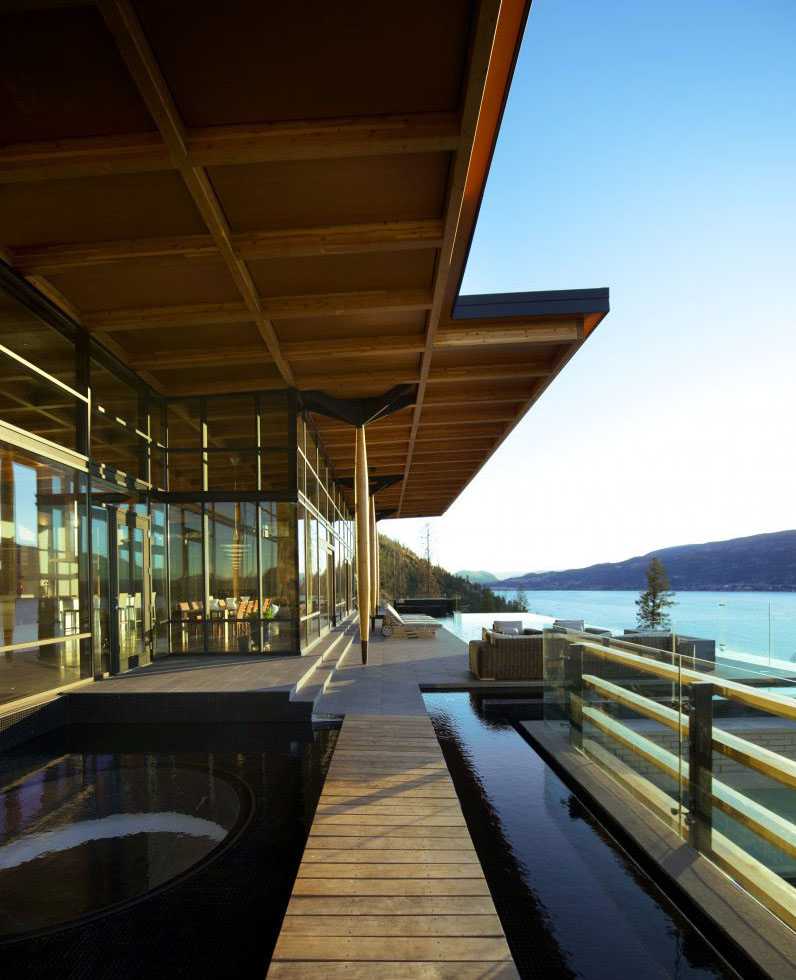 Kelowna contemporary house on okanagan lake idesignarch for Interior decorator kelowna bc