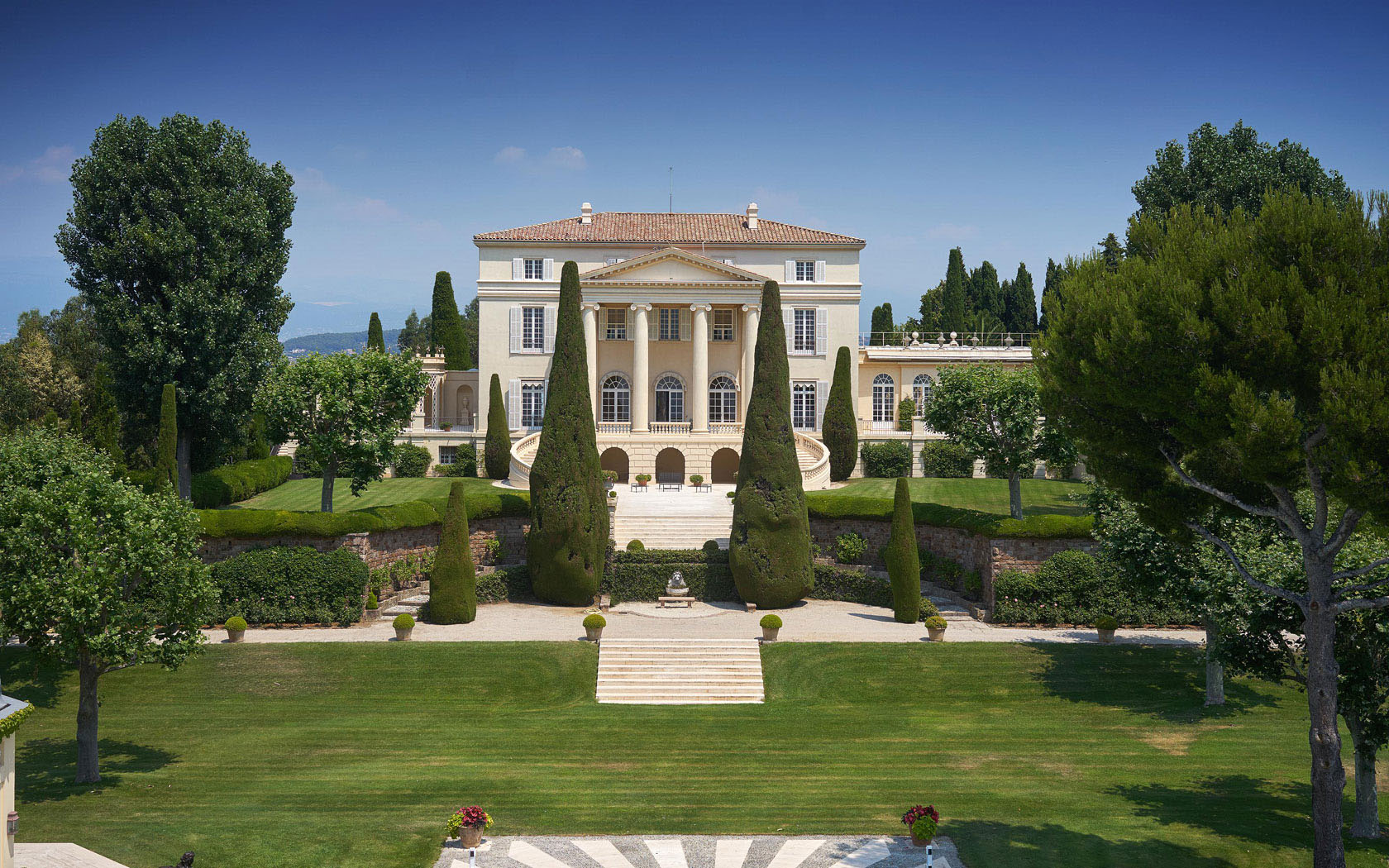 Legendary mansion on the french riviera with neo palladian for Palladian style house plans