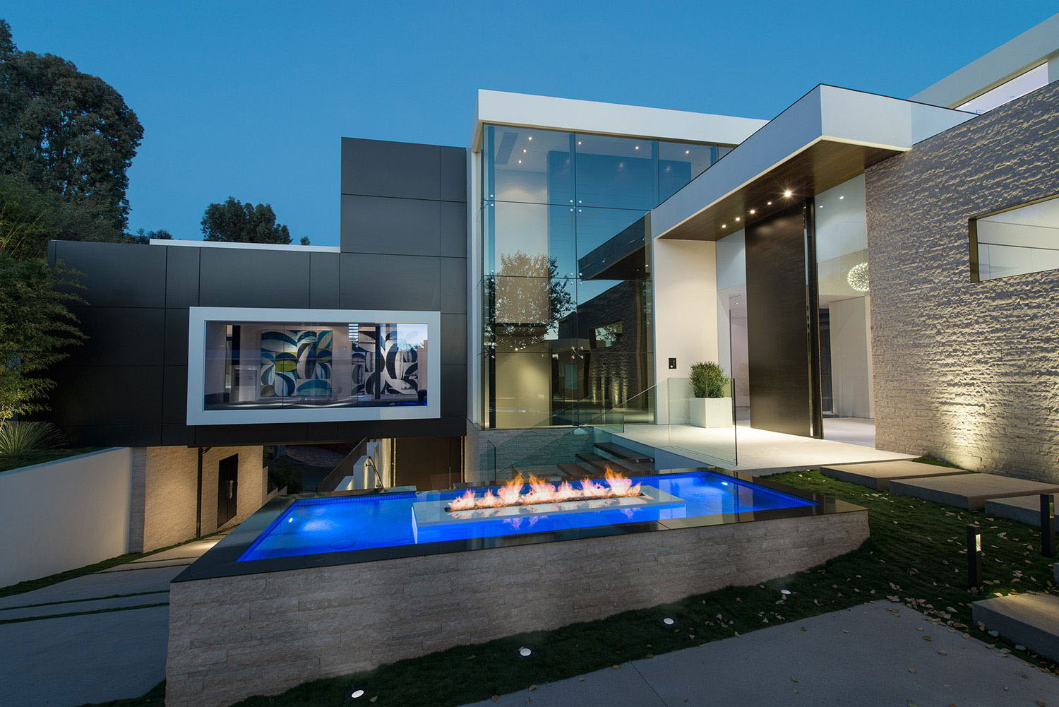 World class beverly hills contemporary luxury home with for Luxury home architects
