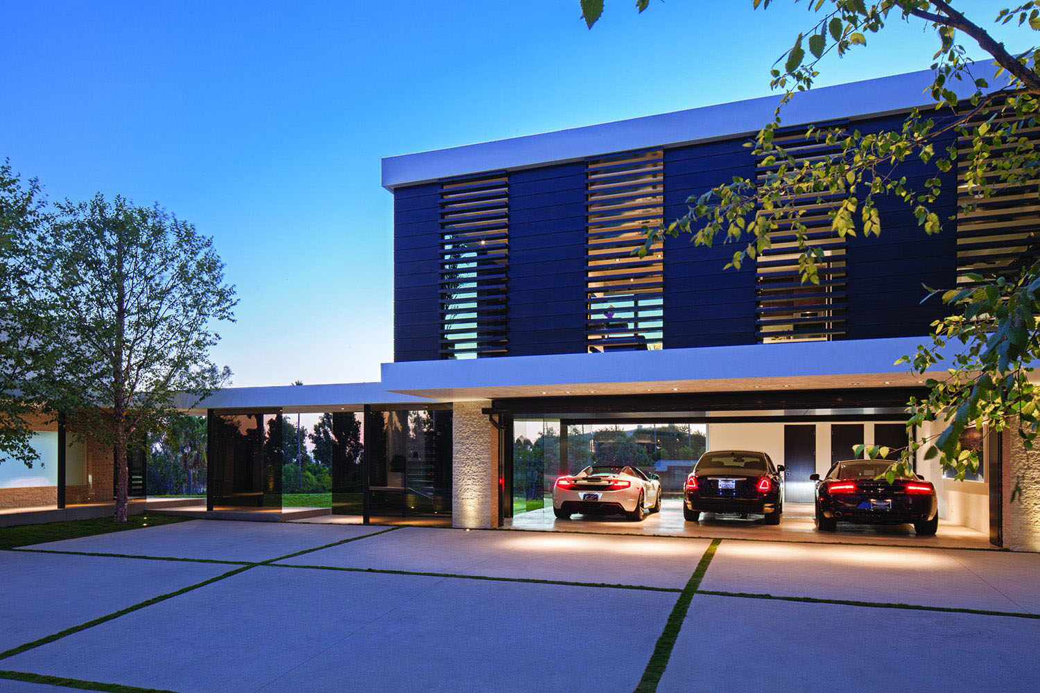 World class beverly hills contemporary luxury home with for Modern mansions in beverly hills