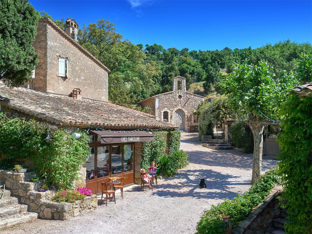 Johnny depp 39 s village estate in provence idesignarch for Old deep house