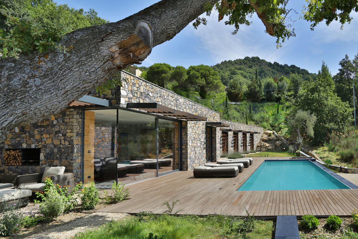 Modern italian stone villa on a hill overlooking the for Maison italienne architecture