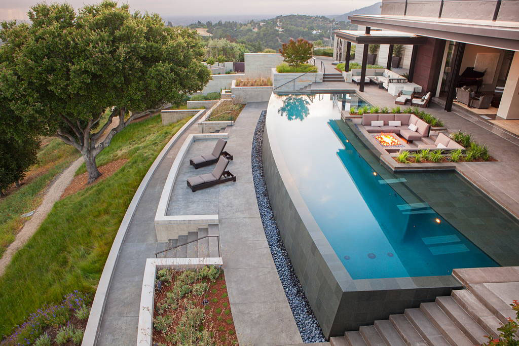 Contemporary Luxury Home with Infinity Edge Swimming Pool