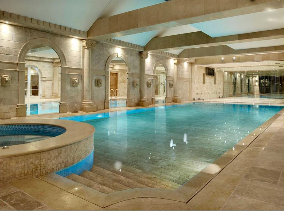 Luxury Mansion Indoor Swimming Pool. Elegant ...