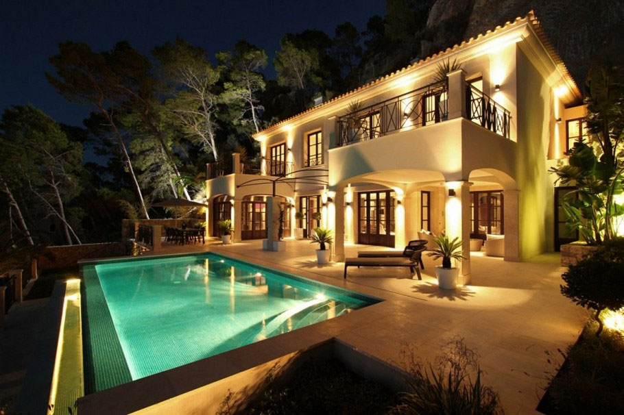 Modern mediterranean luxury villa in mallorca for Pool design for villa