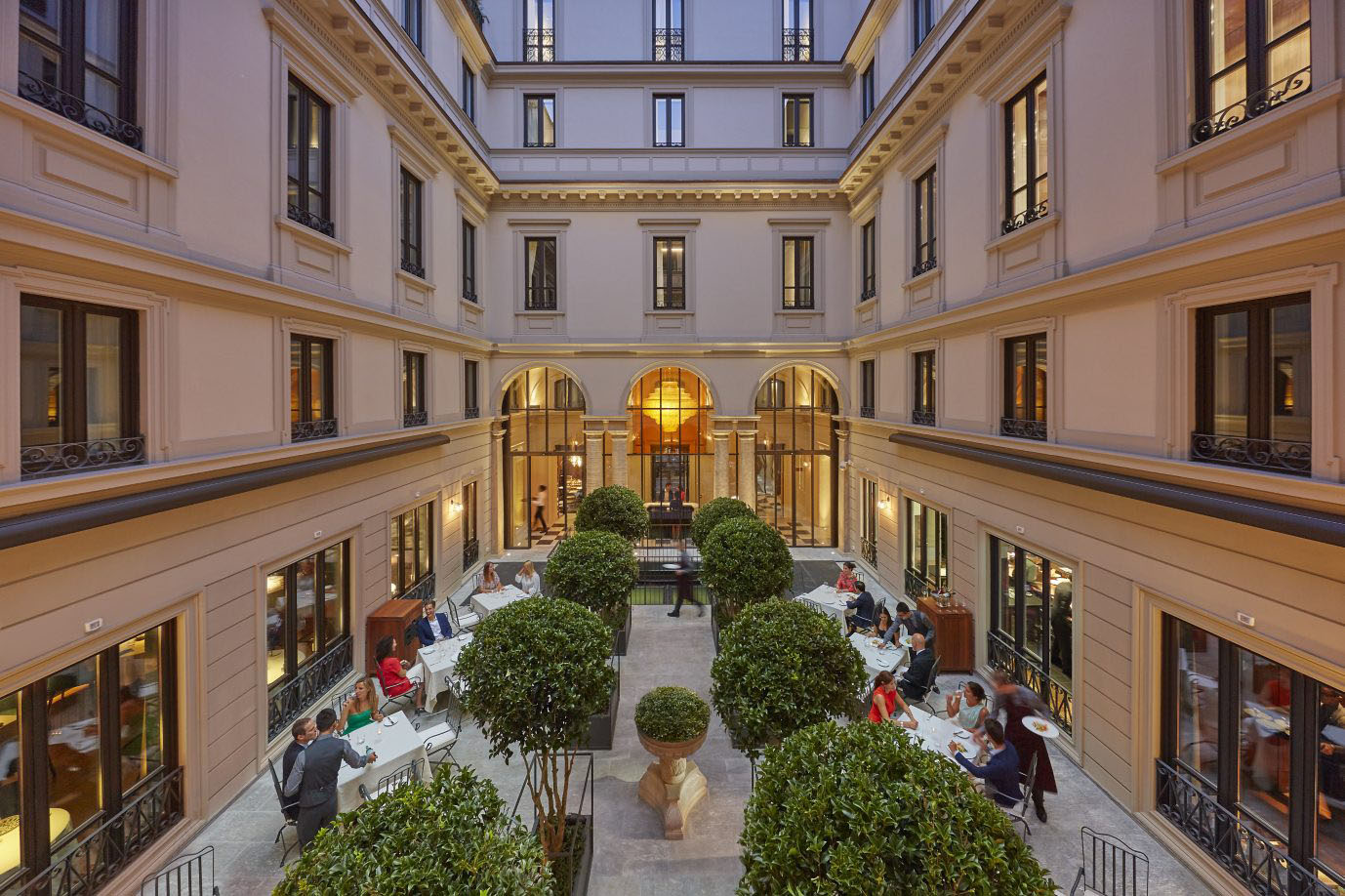 Elegant Hotel Courtyard Combining Milanese Design With Timeless Oriental  Luxury ...