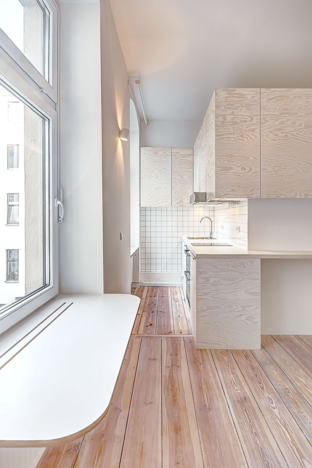 bright modern micro studio apartment in berlin. Black Bedroom Furniture Sets. Home Design Ideas
