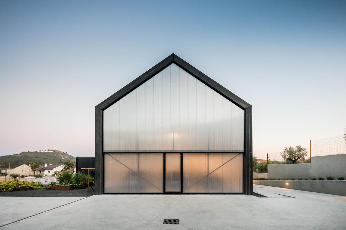Minimalist Geometric Proportional House Ourém Portugal_5