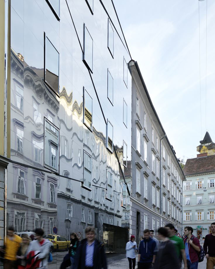 Neo Renaissance House With Mirror-Effect Façade ...