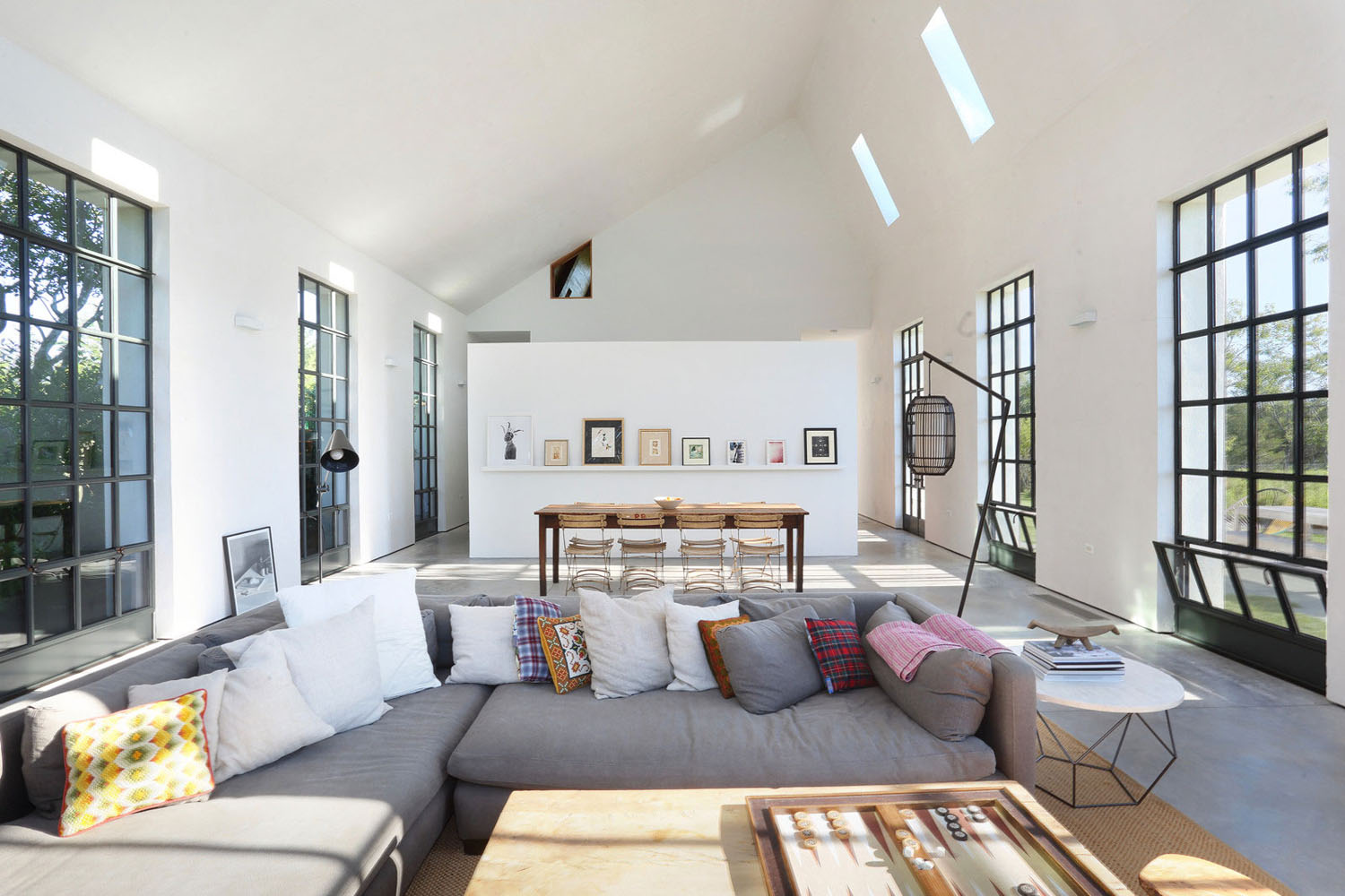 Modern-Farmhouse-Residence-The-Hamptons-Long-Island_4 ...