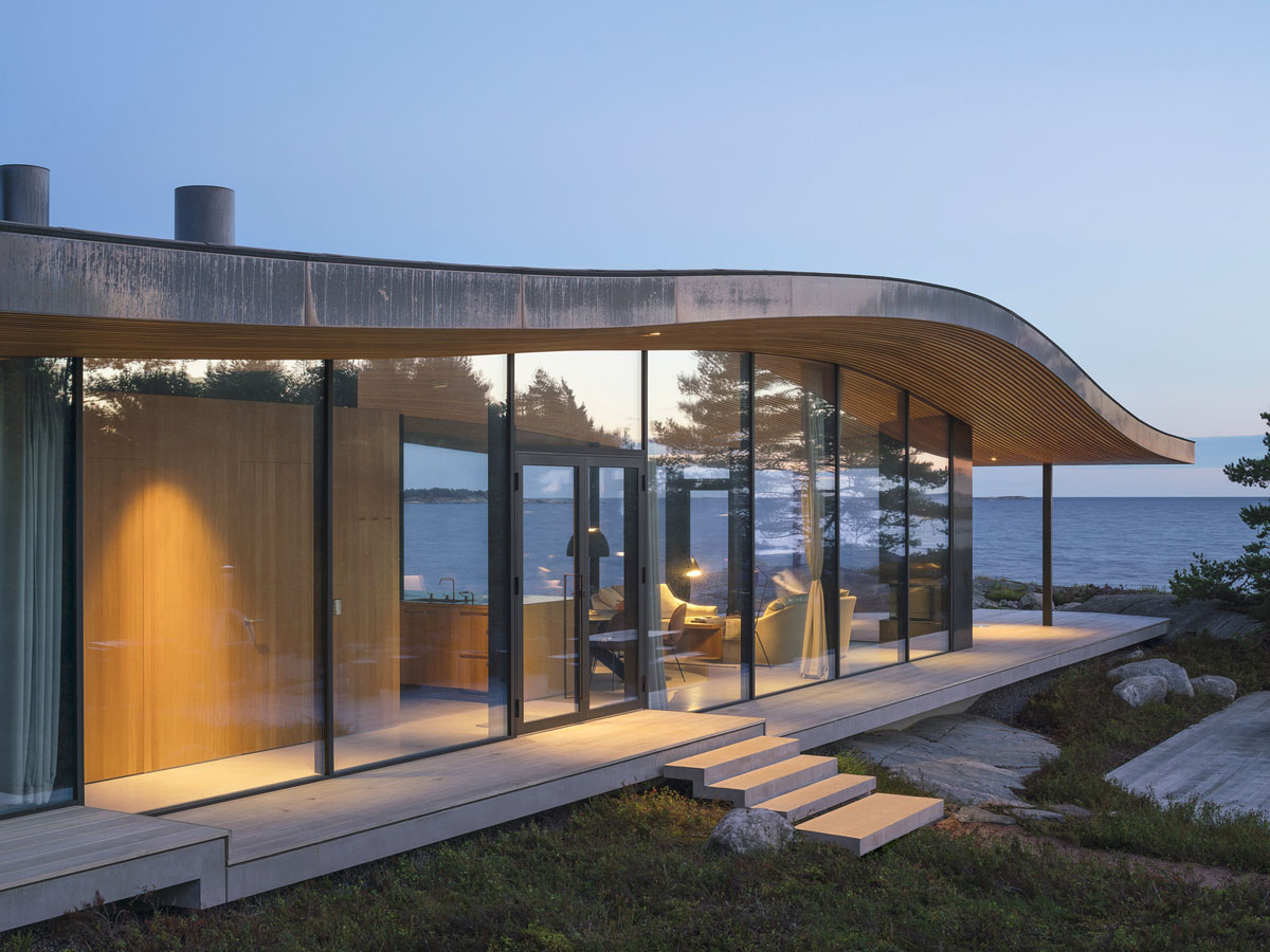 Modern sea front summer glass house in finland for Modern glass house