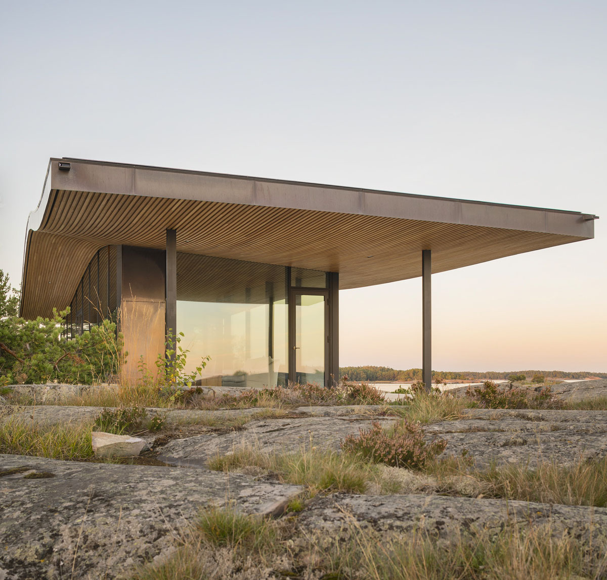 Minimalist House Exterior Design: Modern Sea Front Summer Glass House In Finland