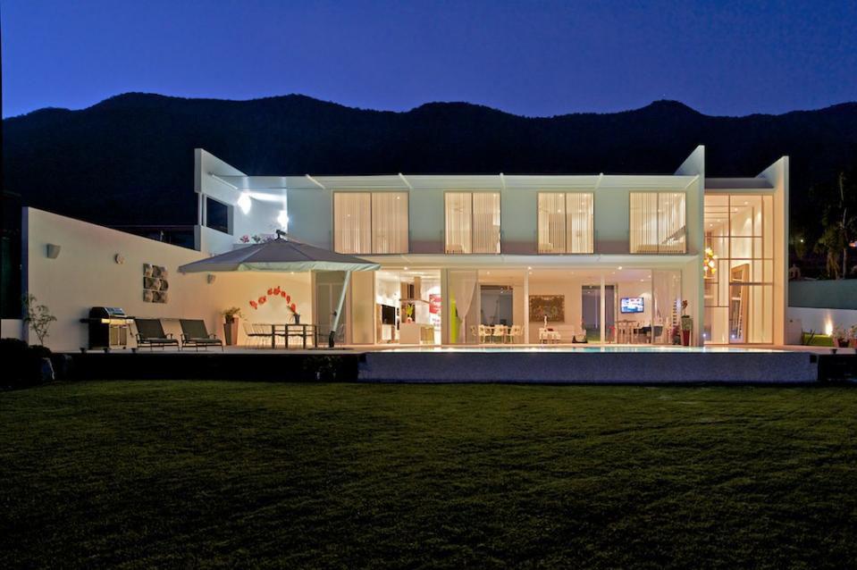 Modern-Home-Design-Lake-Chapala