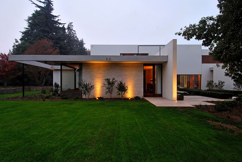 Modern house in santiago by 57 studio idesignarch for Casas en chile santiago