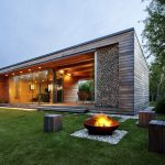 Lakeshore House Designed to be an Organic Part of its Environment