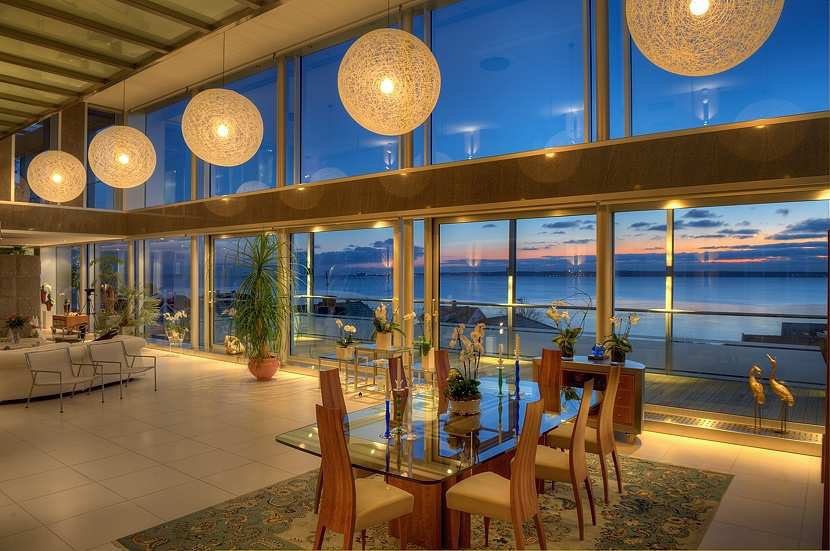 Stunning modern ocean view home with open floor plan for Modern open plan houses