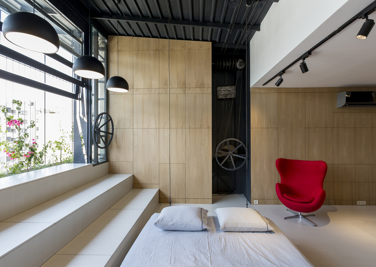 Rooftop Apartment With Hidden Functional Service Spaces