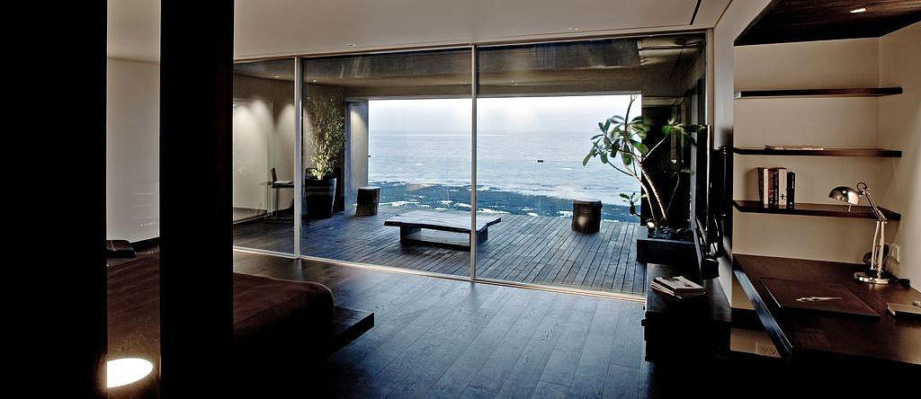 Tropical Penthouse Apartment In Mumbai With Views Of The