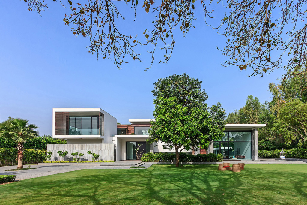 New Delhi Custom Home In A Lush Setting With Spacious Courtyard