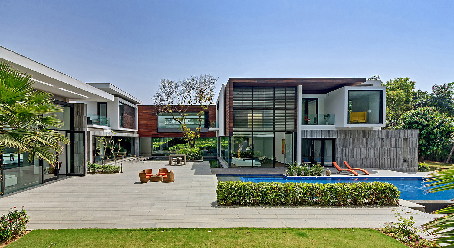 New delhi custom home in a lush setting with spacious for Architecture design for home in delhi