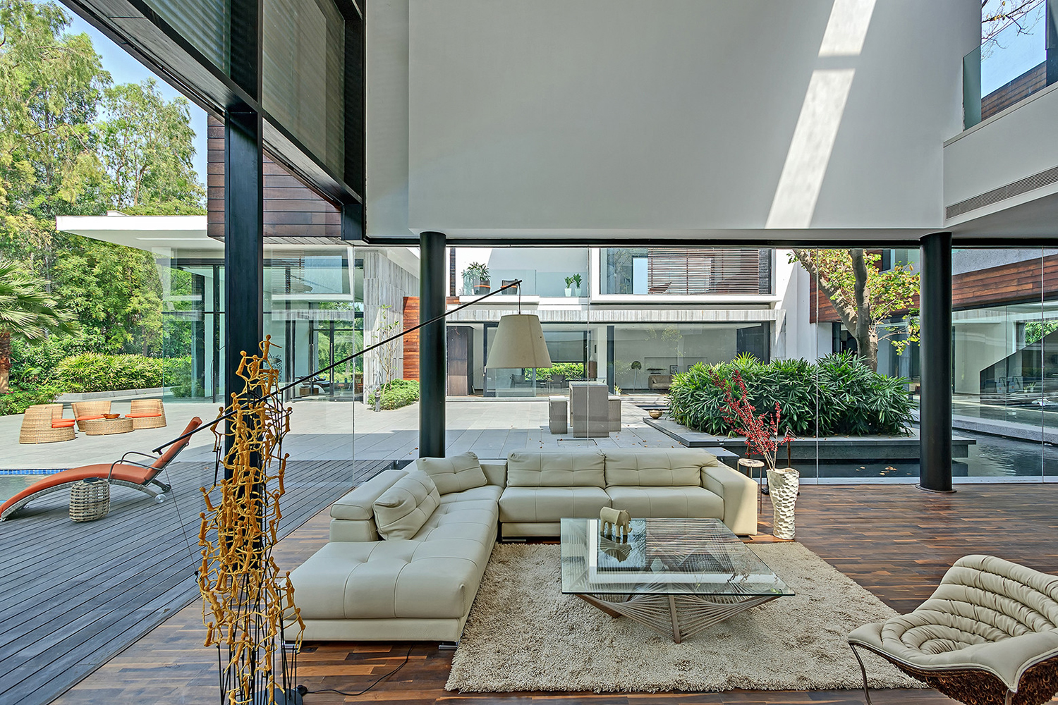 Modern Living Room Intimately Connected to the Outdoors