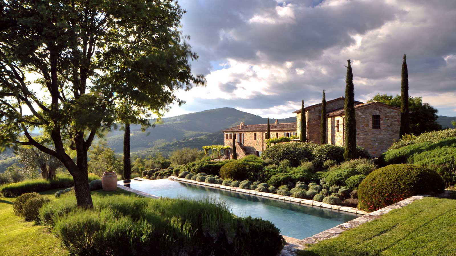 Castello di reschio estate in umbria idesignarch for Hotel design umbria