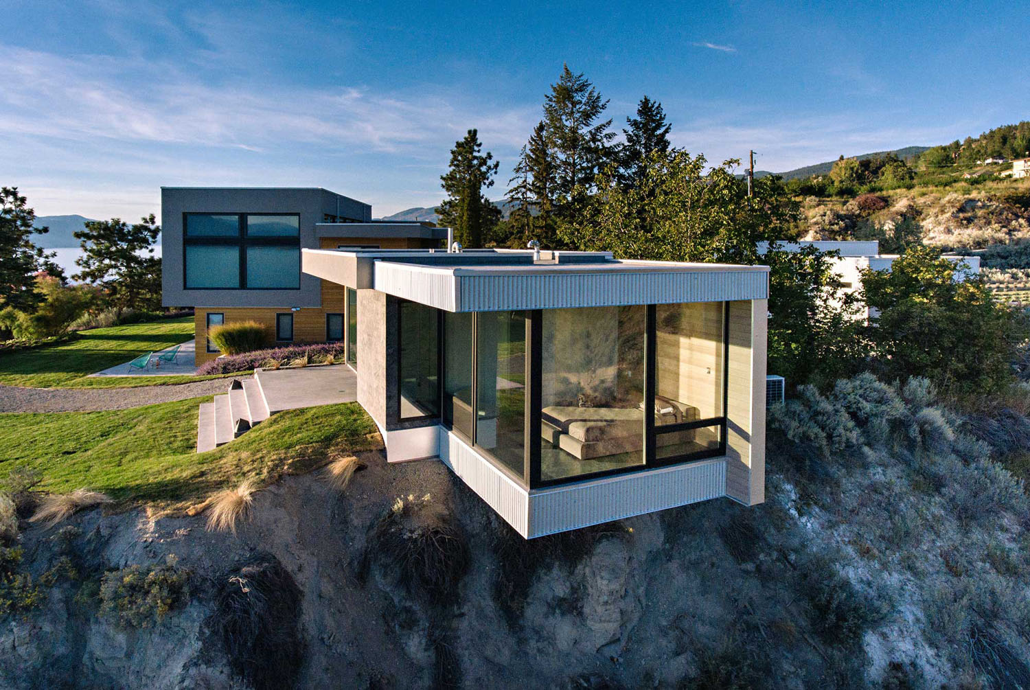 Minimalist oceanview home in israel idesignarch interior design - Living On The Edge A Glass And Concrete Cantilevered Studio In The Okanagan