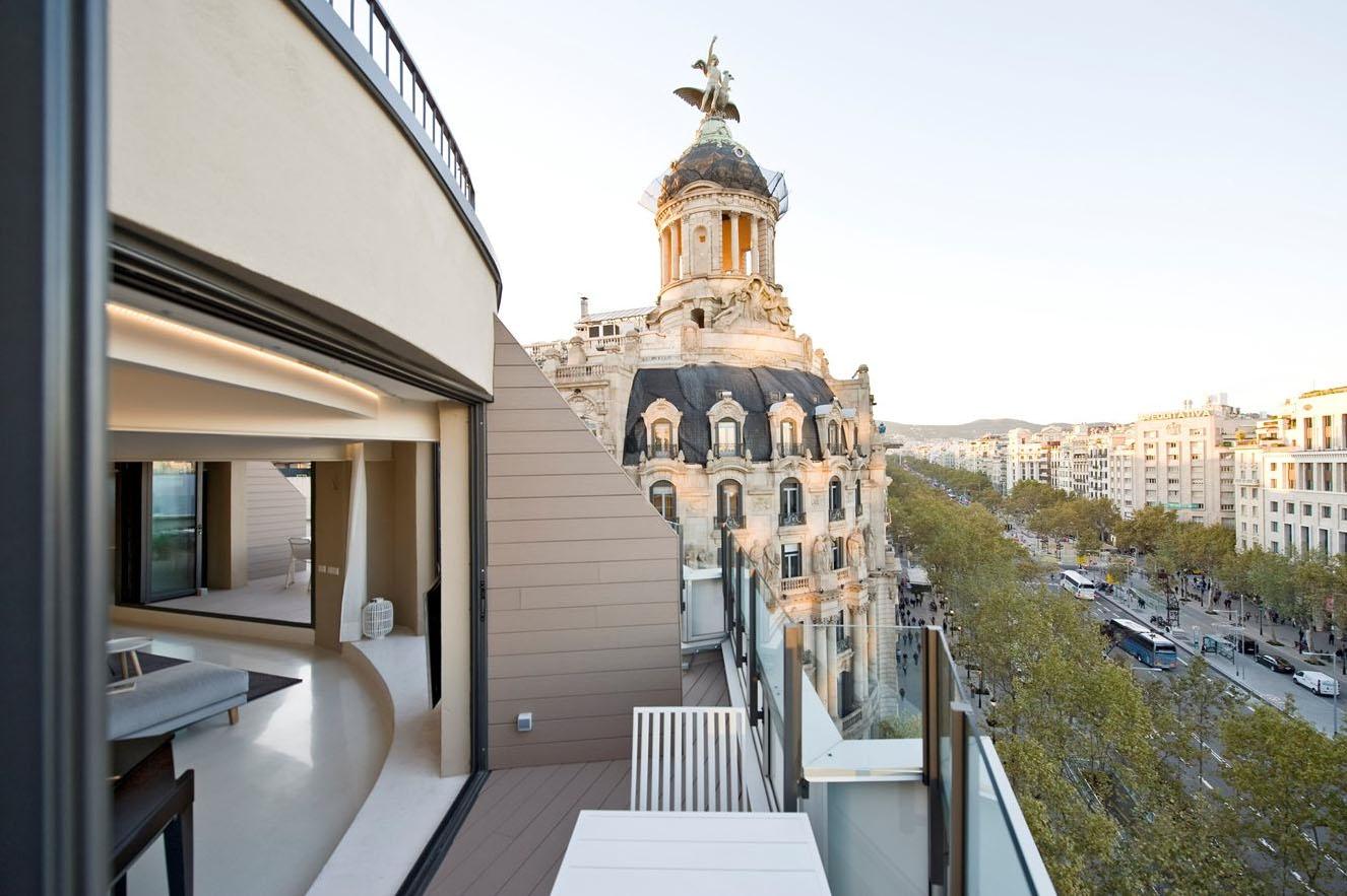 Paseo de Gracia Penthouse Apartment With Balcony View