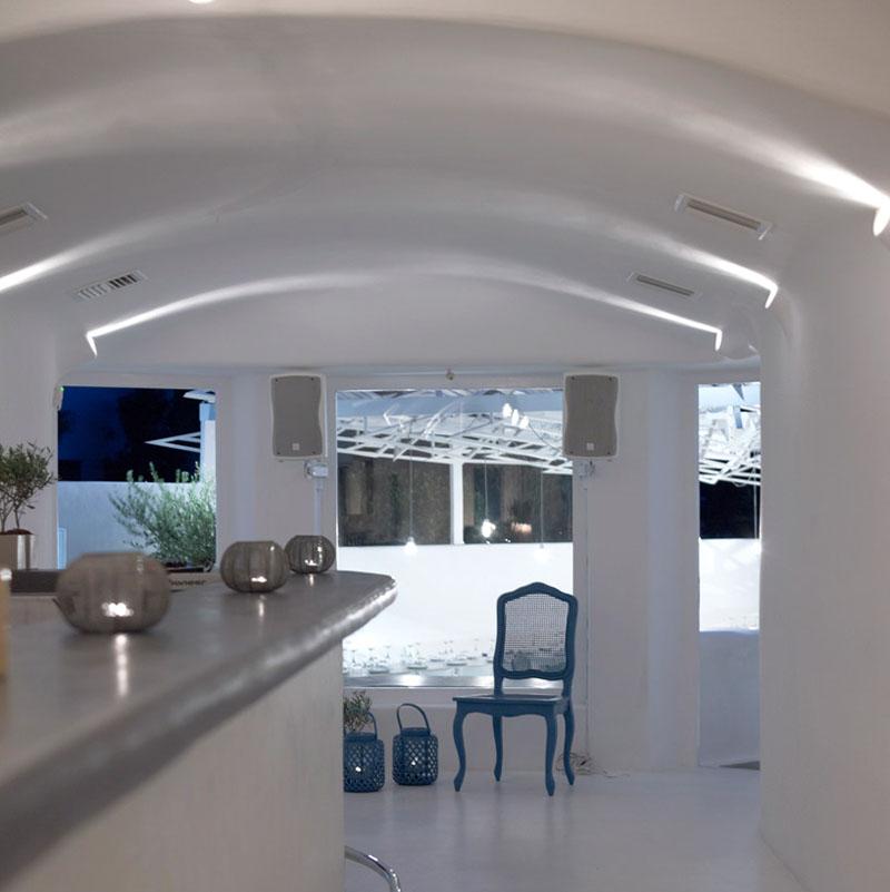 A Dazzling Eatery In Mykonos
