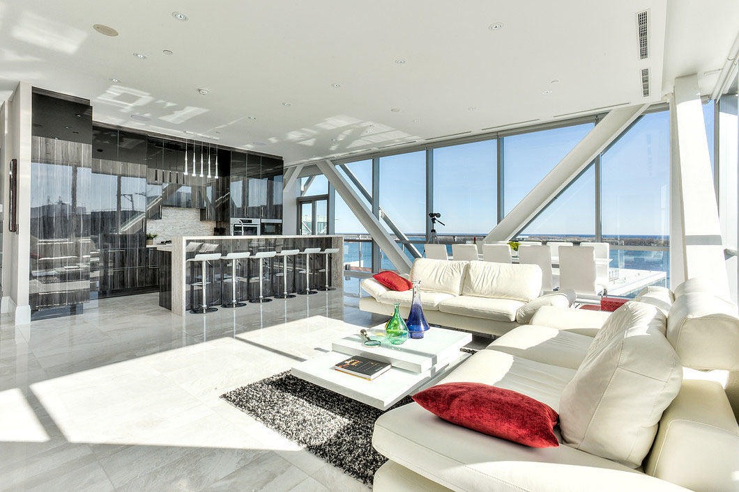 Elegant Toronto Waterfront Luxury Penthouse With Floor To Ceiling Windows