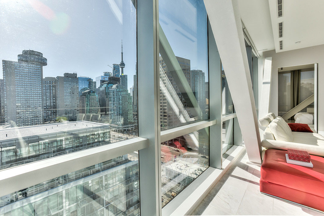 Toronto Penthouse Condo with View of CN Tower