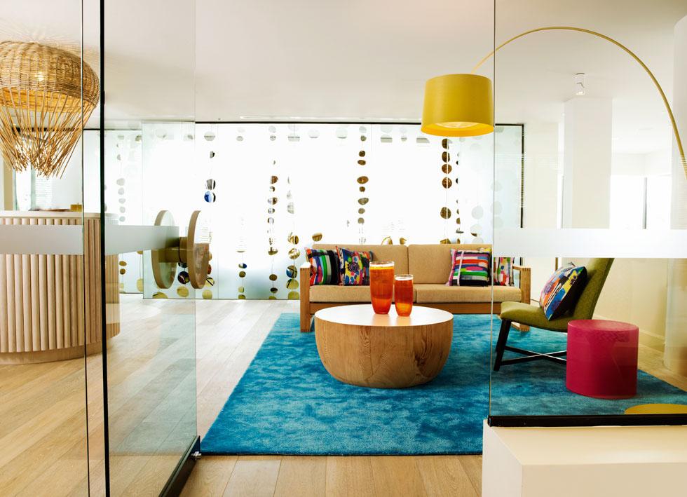Qt gold coast hotel cool surfer chic in australia for Interior design gold coast