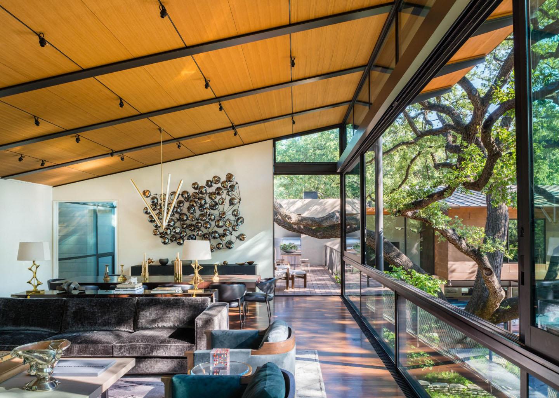 Modern Retreat Across a Ravine Built Between Heritage Oak ...