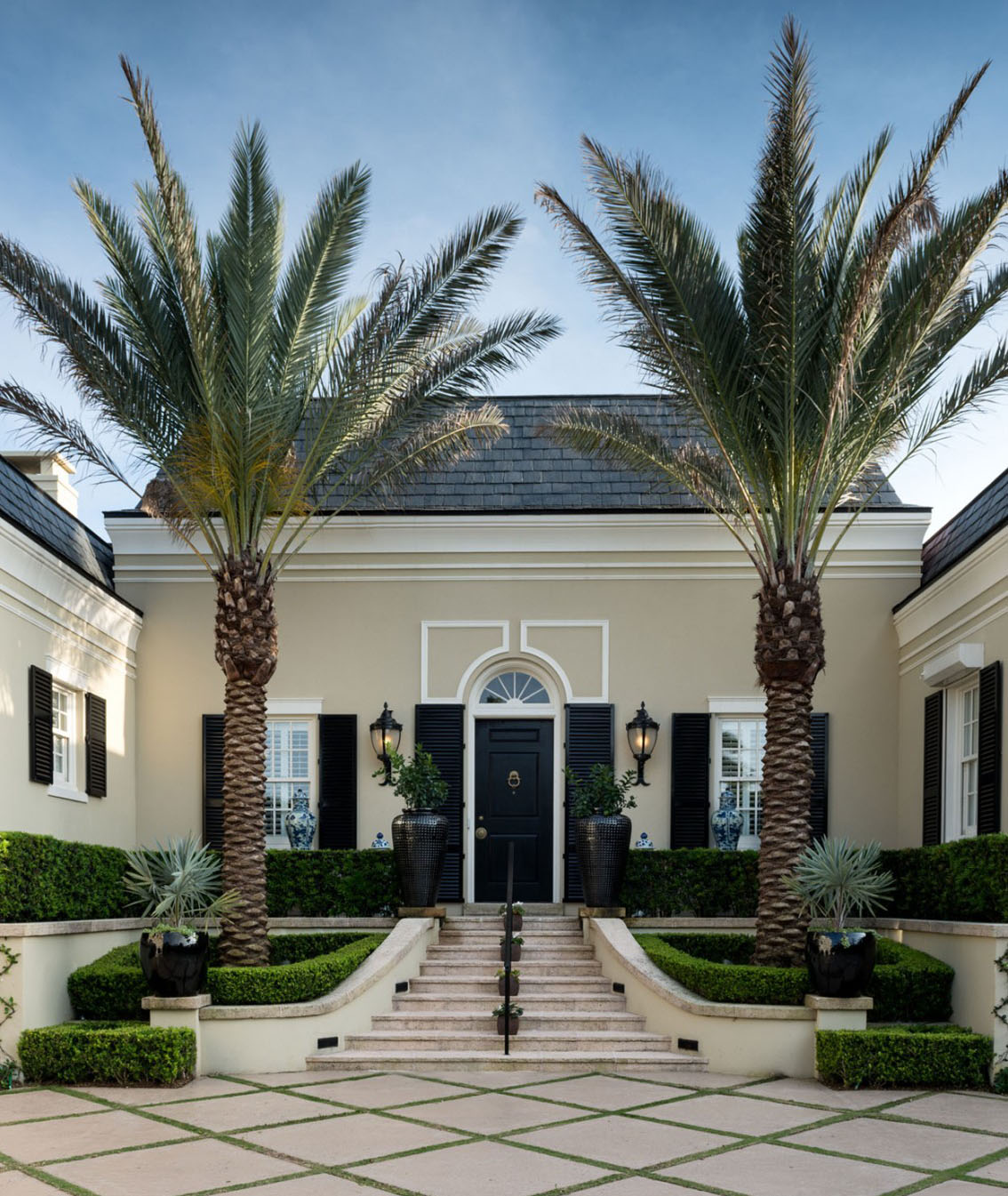Elegant regency style palm beach villa combines classic for Classic beach house designs