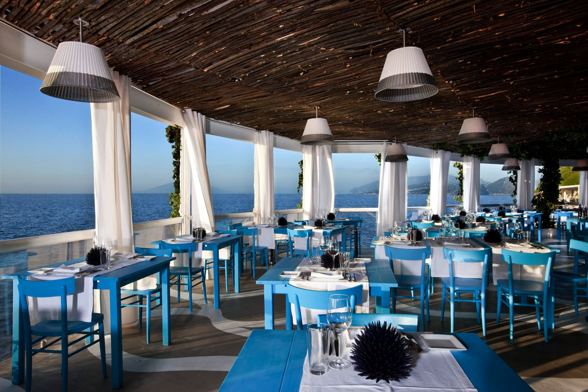 Il riccio stylish waterfront restaurant in capri Restaurant interior design pictures